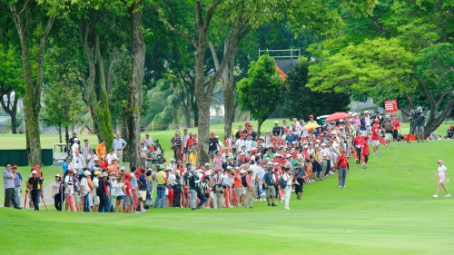 Large crowd gathered at Hole 18 to cheer for Stacy Lewis, Paula Creamer & Na Yeon Choi